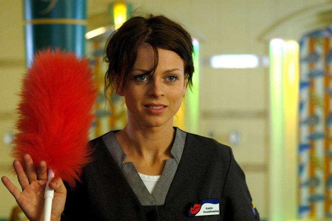 Als die extrem wasserscheue Katrin (Isabell Gerschke) ungewollt auf der AIDA landet, versucht sie verzweifelt einen Job zu ergattern, der keinen Bli... - Bildquelle: ProSieben