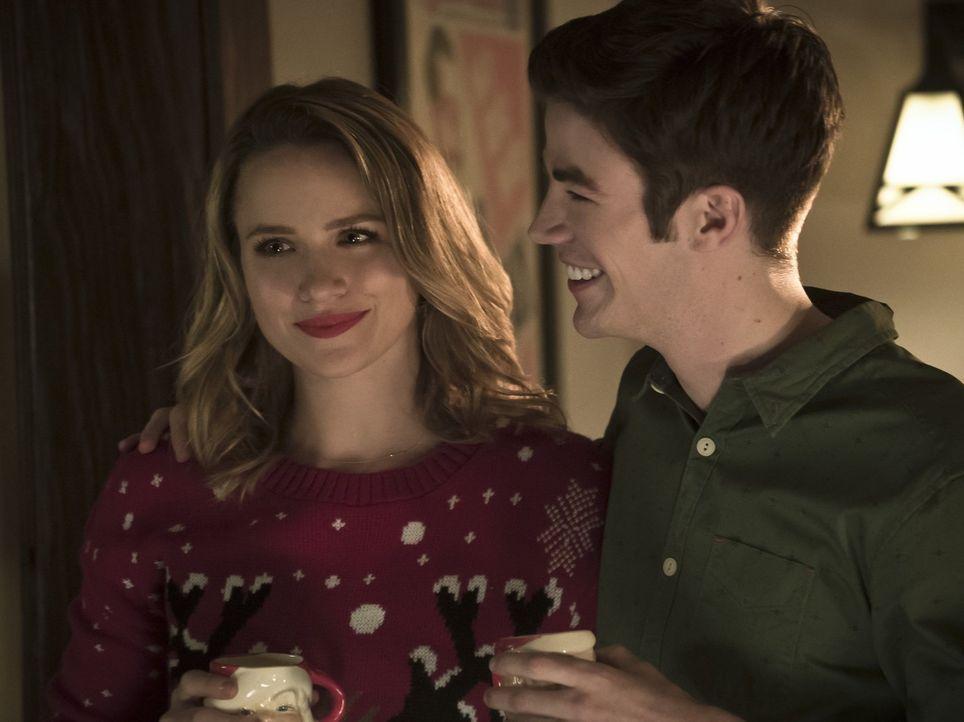 Patty (Shantel VanSanten, l.) erzählt The Flash von ihrem Hass auf Mark Mardon, doch wie soll Barry (Grant Gustin, r.) damit umgehen, dass er etwas... - Bildquelle: 2015 Warner Brothers.