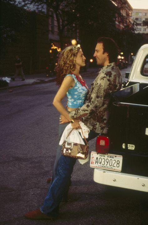 Nur allzu ungern lässt Carrie (Sarah Jessica Parker, l.) ihren Freund Aidan (John Corbett, r.) für zwei Tage geschäftlich verreisen. - Bildquelle: Paramount Pictures
