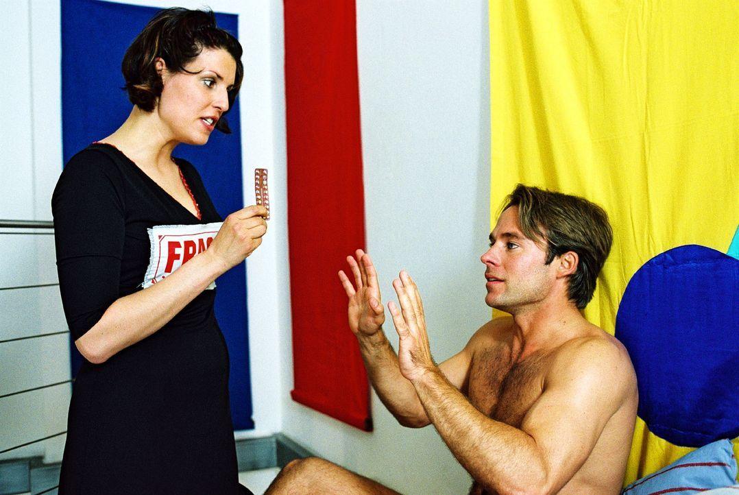 Nina (Elena Uhlig, l.) hat mal wieder Zoff mit ihrem Lover Werner (Marco Girnth, r.). - Bildquelle: Christian A. Rieger Sat.1