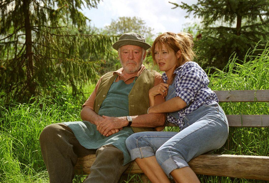 Lilli (Doreen Dietel, r.) versucht ihren Vater Karl-Heinz Wittig (Joost Siedhoff, l.) zu überreden, seine Gärtnerei zu verkaufen. Kurz darauf bricht... - Bildquelle: Noreen Flynn Sat.1