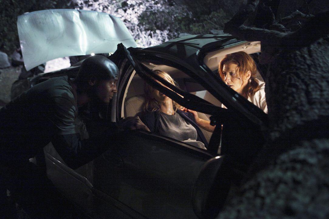 Addison (Kate Walsh, r.) und Sam (Taye Diggs, l.) gehen in Malibu klettern und müssen Erste Hilfe leisten, als sie ein Paar finden, dass nach einem... - Bildquelle: ABC Studios
