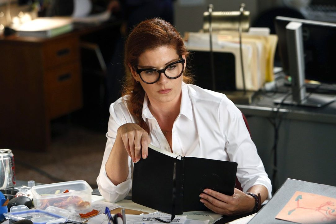 Laura (Debra Messing) muss in einem Mordfall ermitteln, der sie persönlich beschäftigt ... - Bildquelle: Warner Bros. Entertainment, Inc.