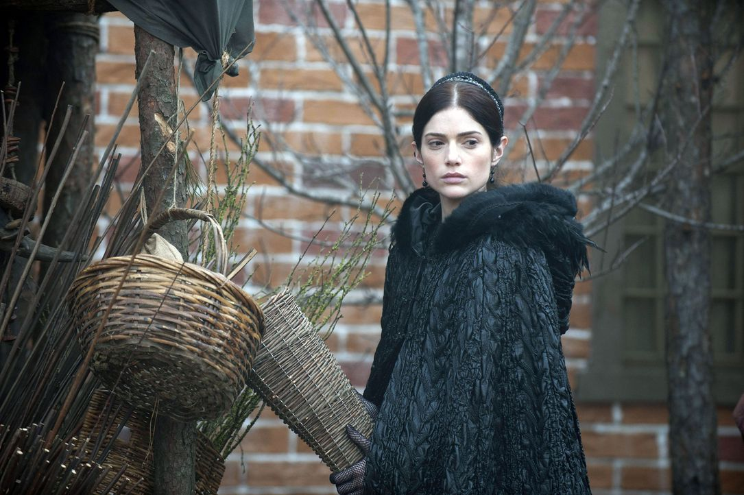 Als ihr große Liebe in den Krieg zieht, ahnt Mary (Janet Montgomery) noch nicht, wie die Hexen ihren Heimatort Salem verändern werden ... - Bildquelle: 2013-2014 Fox and its related entities.  All rights reserved.