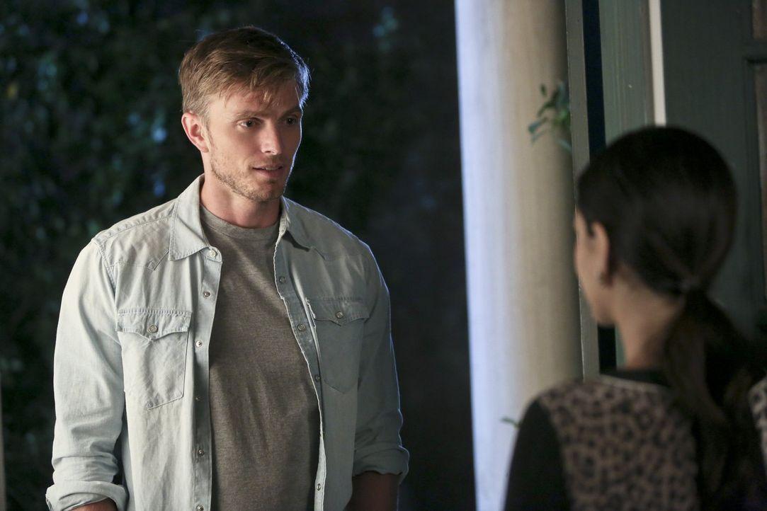 Wade (Wilson Bethel, l.) ist sich sicher, dass eine Beziehung mit Zoe (Rachel Bilson, r.) ihnen beiden nicht gut tun würde ... - Bildquelle: 2014 Warner Brothers