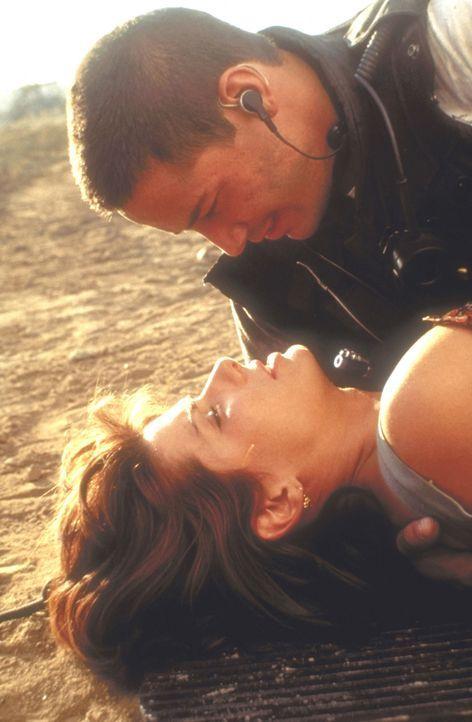Während des gemeinsamen Abenteuers kommen sich Jack (Keanu Reeves, oben) und Annie (Sandra Bullock, unten) näher ... - Bildquelle: Twentieth Century Fox of Germany