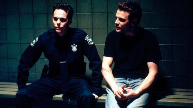 Was ist mit Paul (Kevin Dillon, l.) und  J.T. (David Cubitt, r.) geschehen? ©...