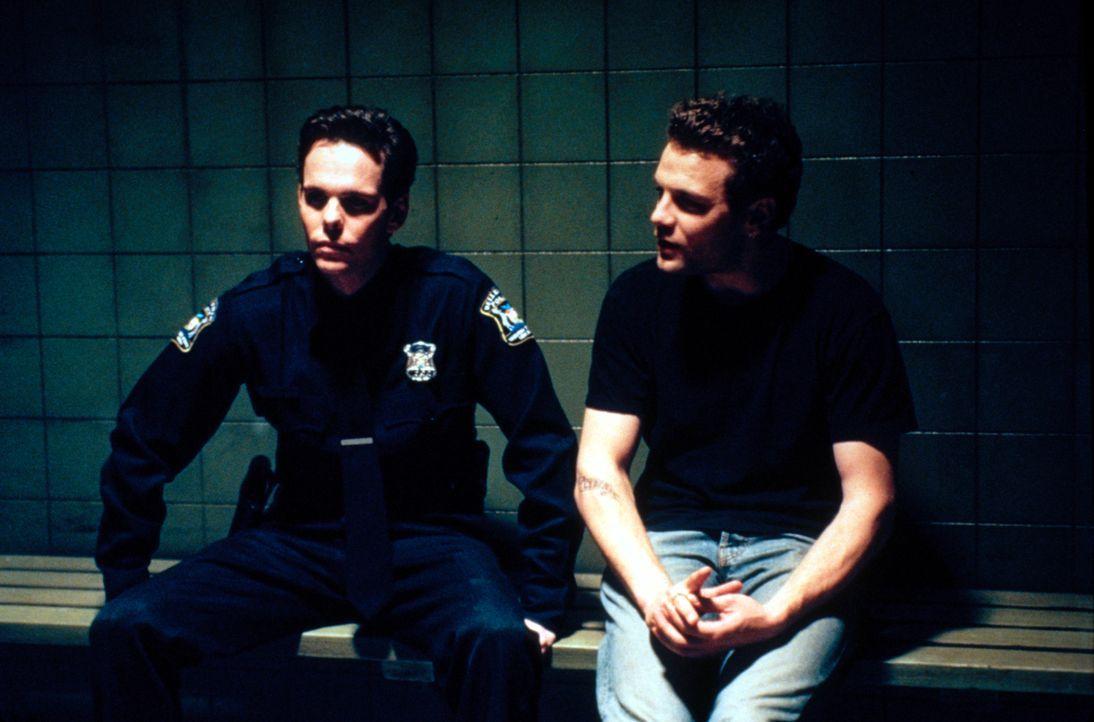 Was ist mit Paul (Kevin Dillon, l.) und  J.T. (David Cubitt, r.) geschehen? - Bildquelle: CBS Television