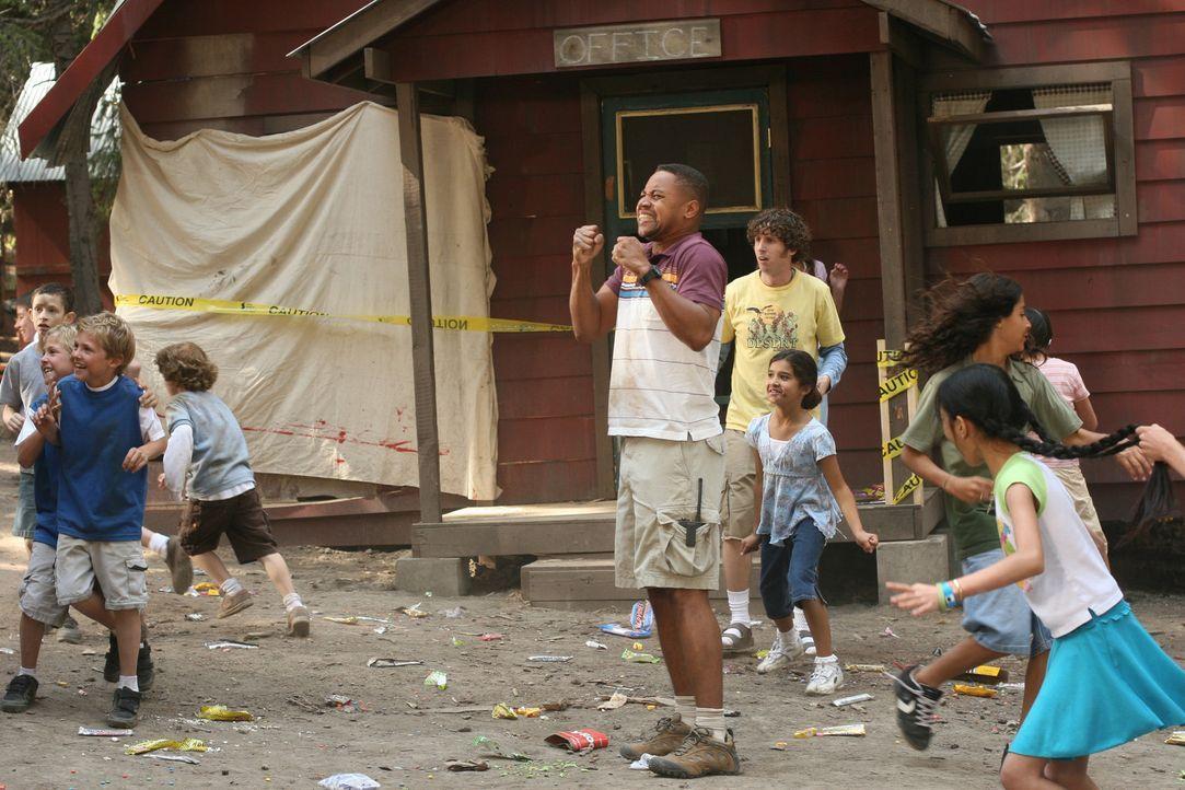 Chaos regiert das Camp: Charlie (Cuba Gooding Jr., M.) ist sichtlich mit der Beaufsichtigung der Kinder überfordert. Dann eröffnet auch noch ausge... - Bildquelle: Sony 2007 CPT Holdings, Inc.  All Rights Reserved.