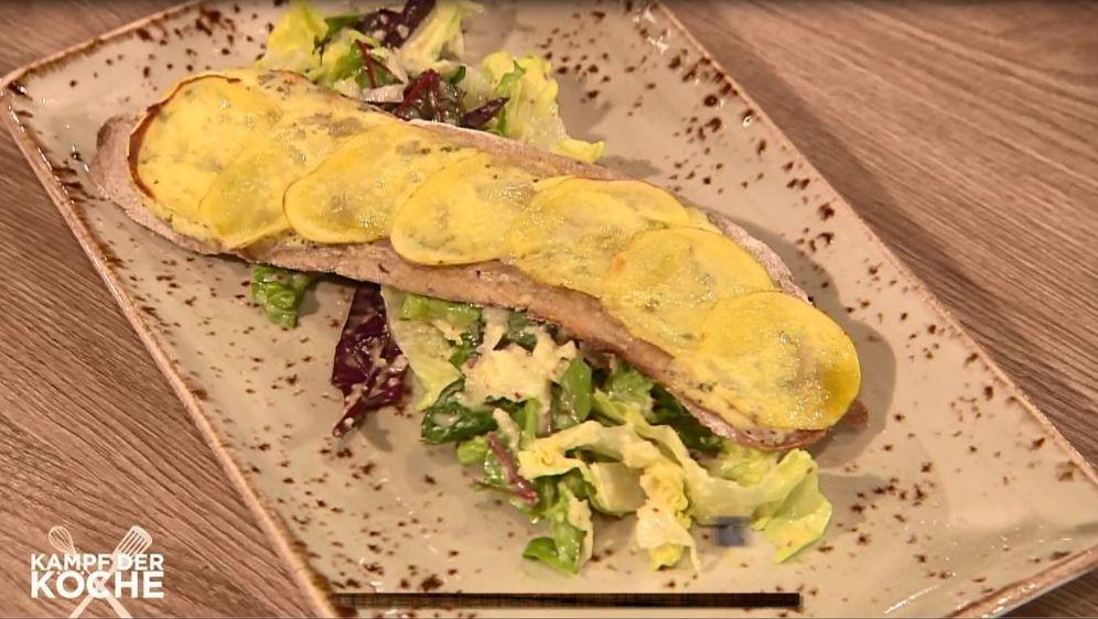 Kartoffel-Brotfladen mit Salat