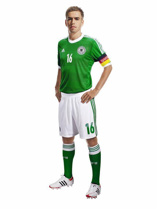 Philipp-Lahm-im-neuen-Away-Jersey-adidas - Bildquelle: adidas