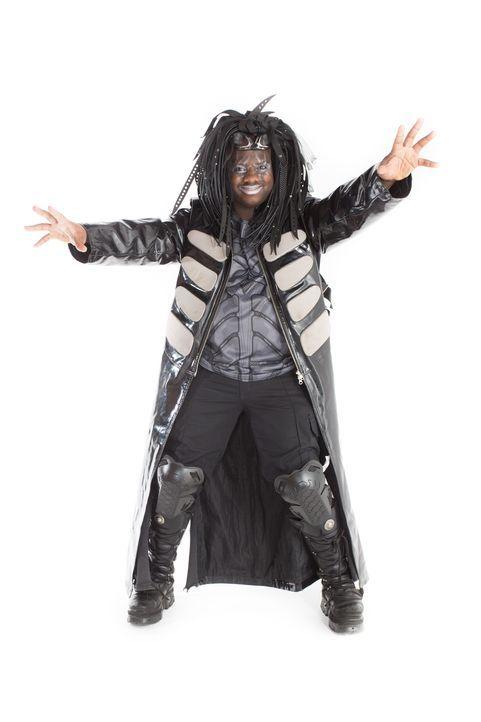 Eigentlich ist Darius auf der Suche nach einer Seelenverwandten, doch mit seinem Cybergoth-Look schreckt er jede Dame ab. Grund genug für das Stylin... - Bildquelle: Licensed by Fremantle Media Enterprises Ltd.