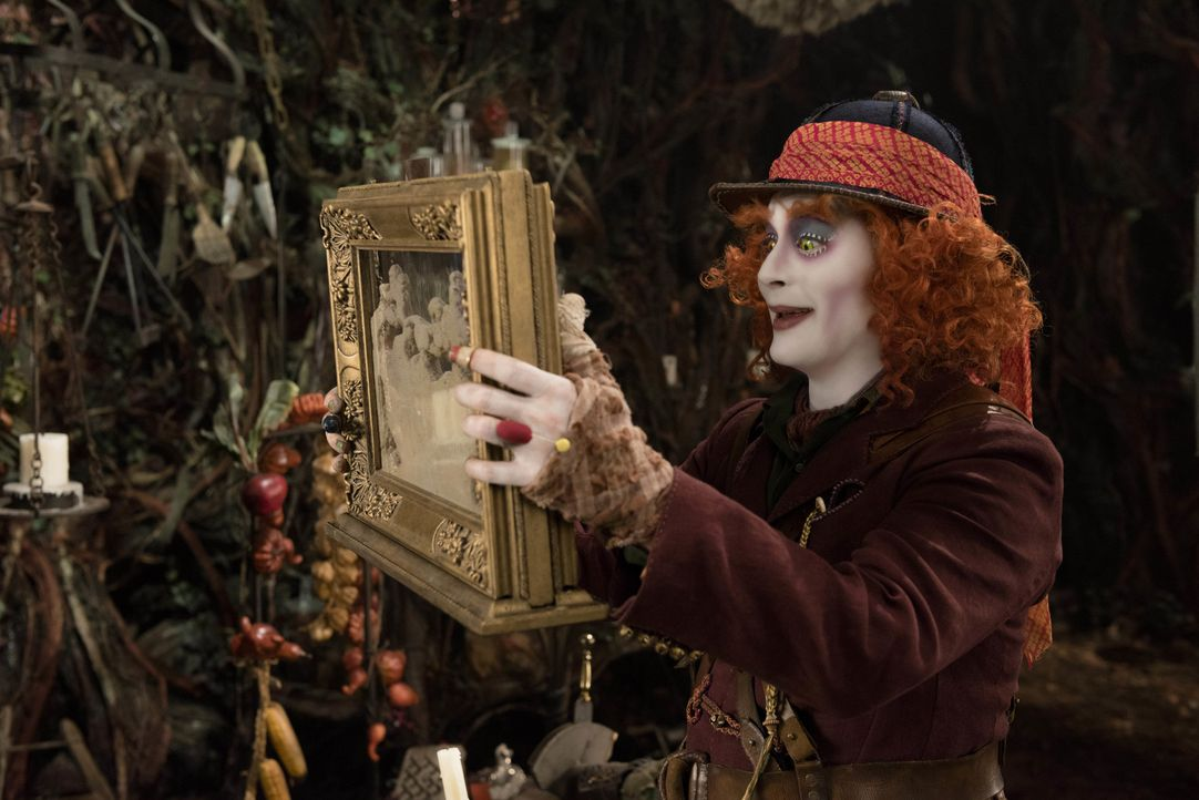 Der Hutmacher (Johnny Depp) - Bildquelle: Peter Mountain Disney Enterprises, Inc. All Rights Reserved.