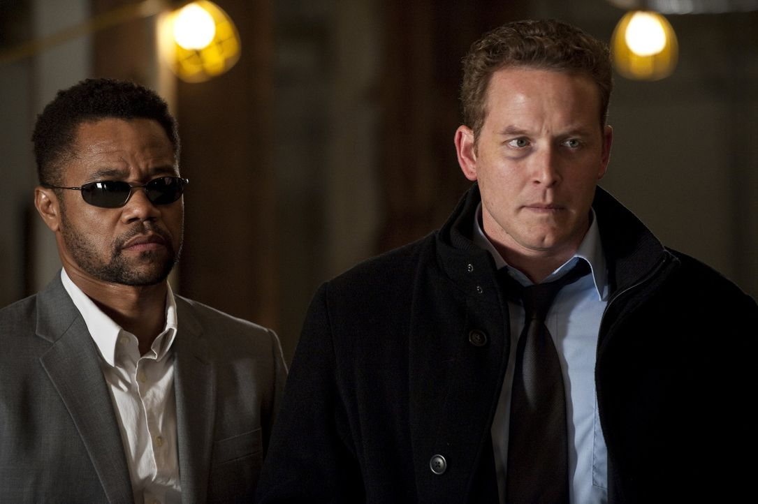Rache ist ein häufiges Mordmotiv, das weiß nicht nur der Spezialagent Jonas Arbor (Cuba Gooding Jr., l.), sondern auch Allan Campbell (Cole Hauser... - Bildquelle: 2011 Sony Pictures Worldwide Acquisitions Inc. All Rights Reserved