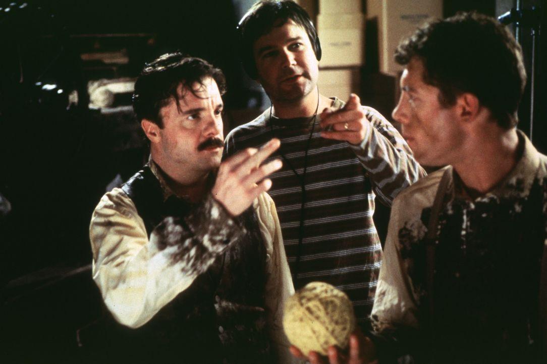 Nathan Lane, l. und Lee Evans, r. im Gespräch mit dem Regisseur Gore Verbinski ... - Bildquelle: Lorey Sebastian TM+  1997 DreamWorks LLC. All Rights Reserved.