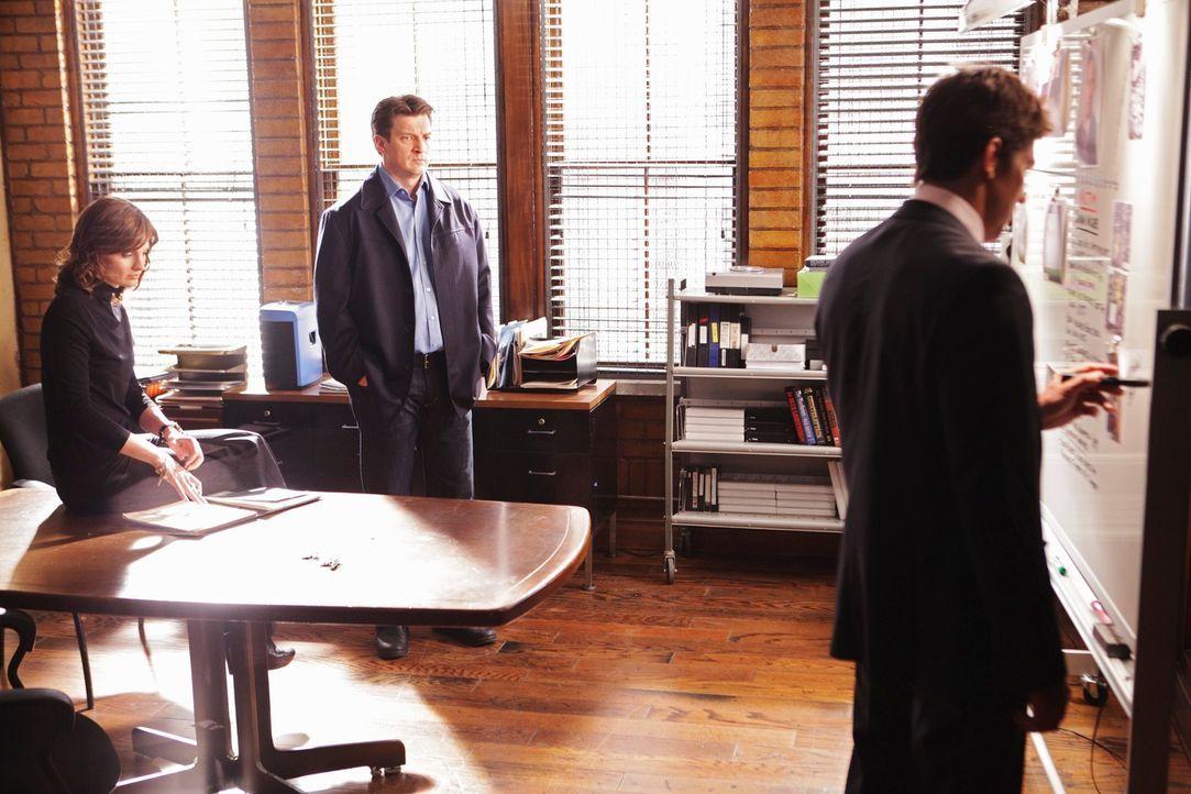 Konkurrieren im Kampf um Becketts (Stana Katic, l.) Anerkennung: Castle (Nathan Fillion, M.) und Demming (Michael Trucco, r.) ... - Bildquelle: ABC Studios