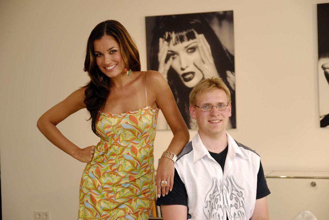 Jana Ina (l.) knüpft sich Christoph (r.) aus München vor, denn sie ist sich sicher, dass auch in ihm ein toller Mann steckt! - Bildquelle: ProSieben