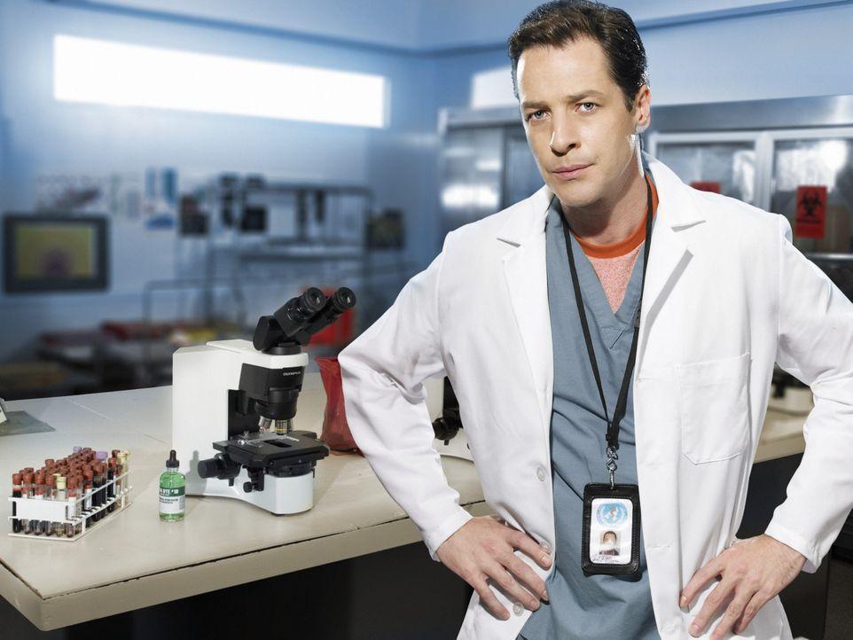 Forscht verzweifelt nach einem neuen Impfstoff: Carl Ratner (French Stewart) ... - Bildquelle: 2006 RHI Entertainment Distribution, LLC