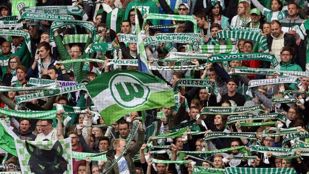 Wolfsburg Fans wollen ihr Team nur bedingt unterstützen - Bildquelle: PIXATHLONPIXATHLONSID