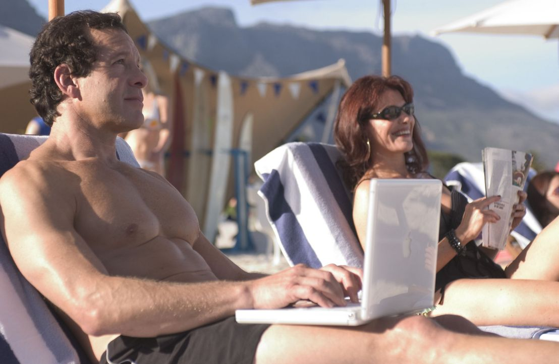 Freuen sich auf eine wunderbare Reise: Richard Clarke (Steve Guttenberg, l.) und seine Frau Rachel (Alexa Hamilton, r.) ... - Bildquelle: Hallmark Entertainment