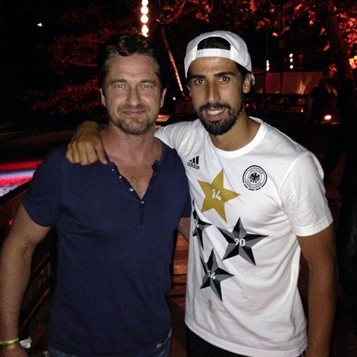 Die schönsten Selfies des WM-Sieges: Khedira mit Gerald Butler - Bildquelle: Instagram