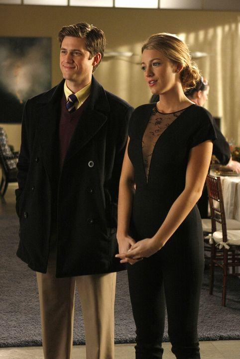 Tripp (Aaron Tveit, l.) hat Serena (Blake Lively, r.) sogar versprochen, dass er sich für sie von seiner Frau trennt. - Bildquelle: Warner Brothers