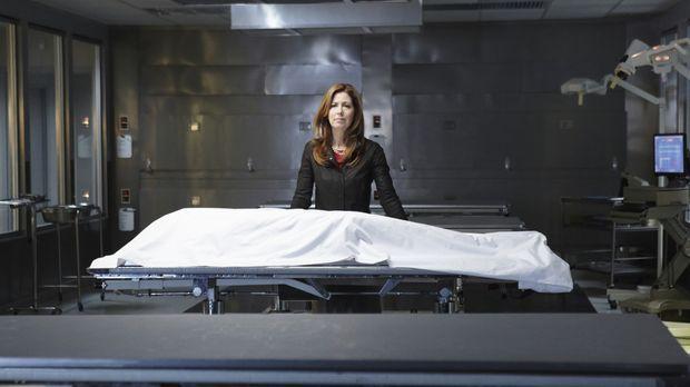 Ein Autounfall beendet der Karriere der erfolgreichen Neurochirurgin Dr. Mega...