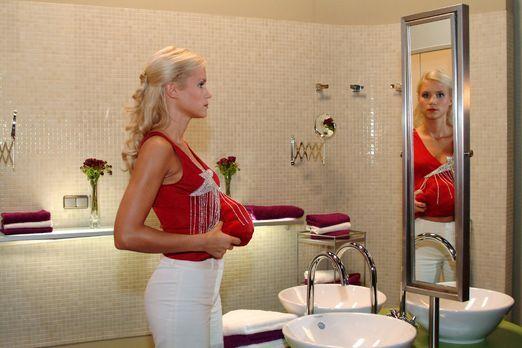 Verliebt in Berlin - Sabrina (Nina-Friederike Gnädig) versucht ihre Scheinsch...