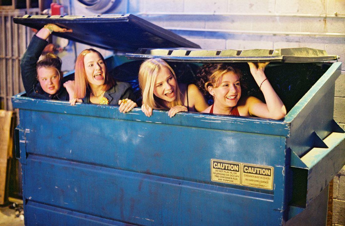 Als sich Julie (Alexa Vega, r.) und ihre Freundinnen Hannah (Mika Boorem, 2.v.r.), Farrah (Scout Taylor-Compton, 2.v.l.) und Yancy (Kallie Flynn Chi... - Bildquelle: 2004 METRO-GOLDWYN-MAYER PICTURES INC. ALL RIGHTS RESERVED.