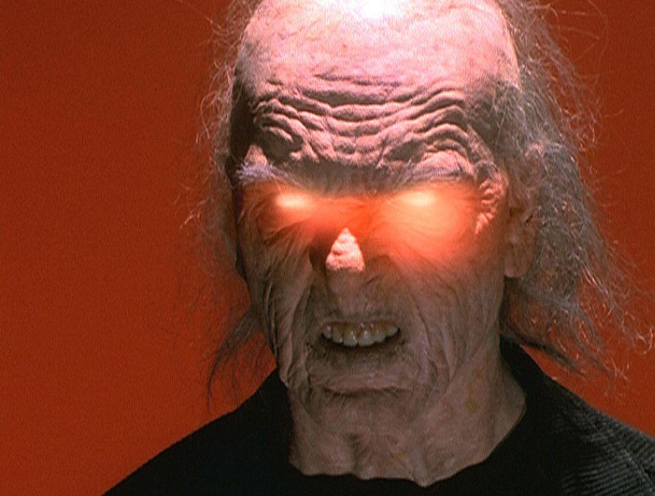 Hinter dem smarten Starfotografen Stefan verbirgt sich der bösartige Javny (Michael Philip). Alle paar Jahre kommt er auf die Erde und eignet sich... - Bildquelle: Paramount Pictures