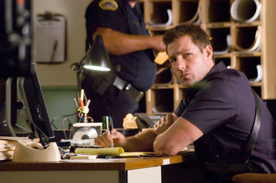 Obwohl seine Kollegen ihn für verrückt erklären, macht sich Detective Jack Andrews (Ed Burns) daran, einen Mörder zu jagen, der übers Handy seine Mo... - Bildquelle: Warner Bros. Television