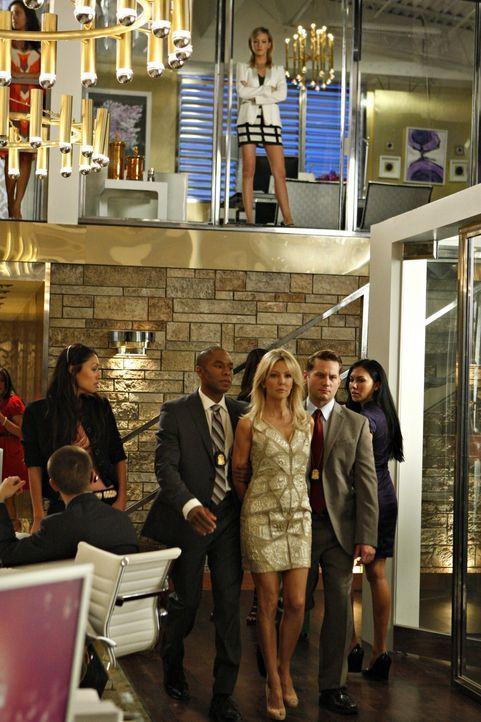 Diesmal hat Ella (Katie Cassidy, o.) gesiegt - doch das lässt Amanda (Heather Locklear, u.) natürlich nicht auf sich beruhen... - Bildquelle: 2009 The CW Network, LLC. All rights reserved.