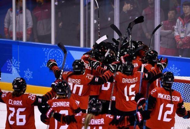 Kanadierinnen jubeln nach ihrem Sieg über die USA
