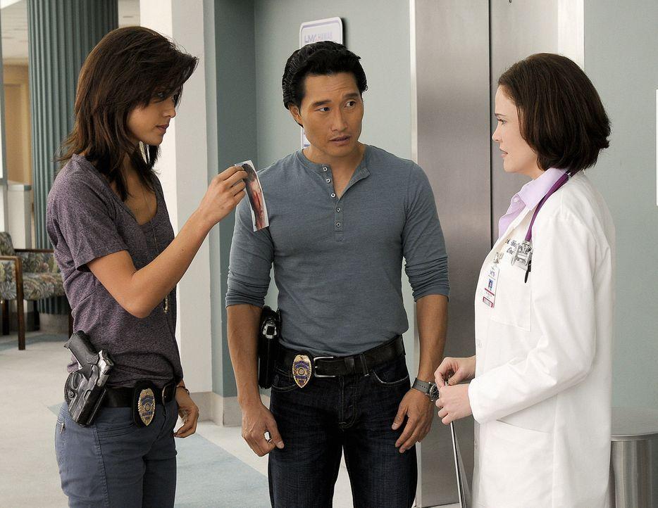 Chin (Daniel Dae Kim, M.) und Kono (Grace Park, l.) ermitteln in einem neuen Fall und dabei kommen sie einer Entführung auf die Spur, bei deren Aufk... - Bildquelle: TM &   2010 CBS Studios Inc. All Rights Reserved.
