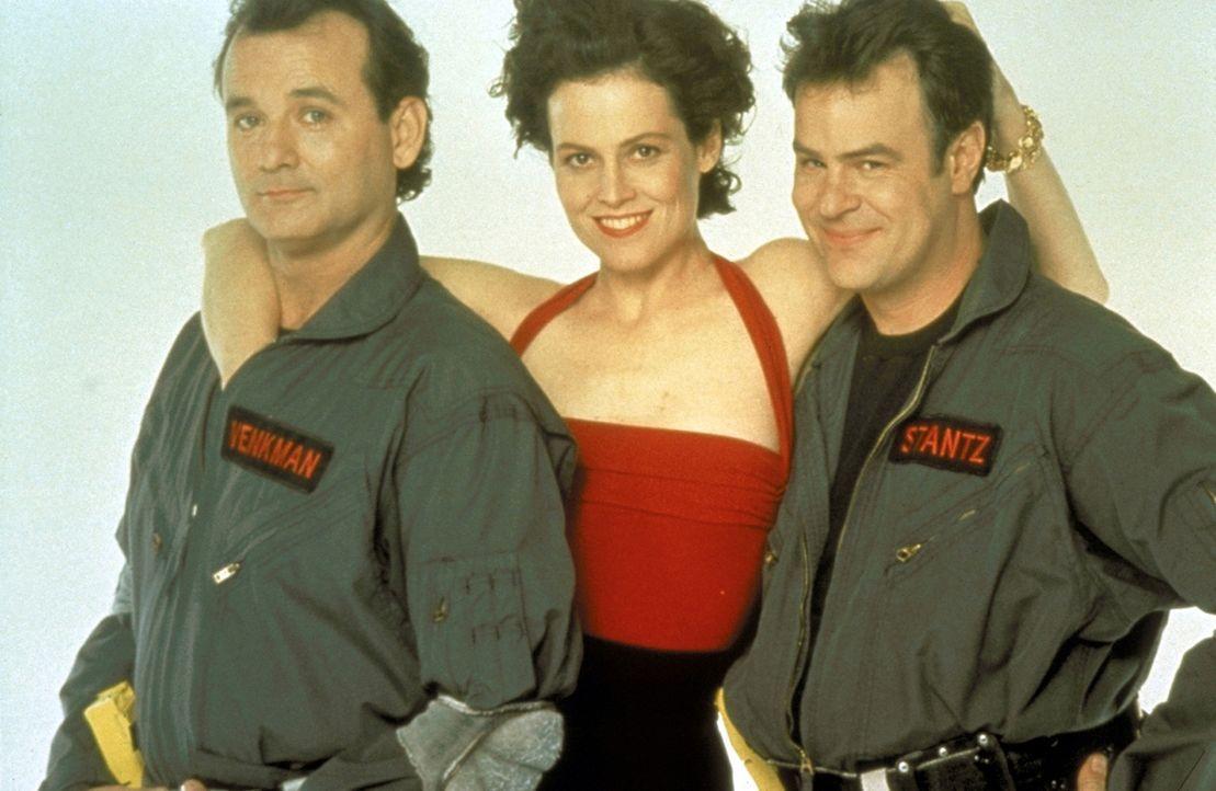 Die beiden Geisterjäger Peter (Bill Murray, l.) und Raymond (Dan Aykroyd, r.) sind sofort bereit, die attraktive Dana (Sigourney Weaver, M.) und ih... - Bildquelle: 1989 Columbia Pictures Industries, Inc. All Rights Reserved.
