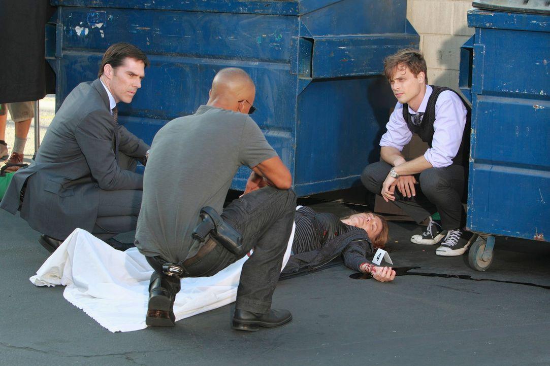 Ermitteln in einem neuen Fall: Hotch (Thomas Gibson, l.), Reid (Matthew Gray Gubler, r.) und Morgan (Shemar Moore, 2.v.l.) ... - Bildquelle: ABC Studios