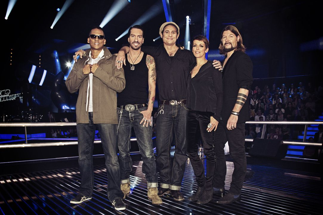 "Suchen ""The Voice of Germany"": Sascha ""Hoss Power"" Vollmer (M.), Alec ""Boss Burns"" Völkel (2.v.l.), Nena (2.v.r.), Xavier Naidoo (l.) und Rea Garve... - Bildquelle: Richard Hübner SAT.1/ProSieben"