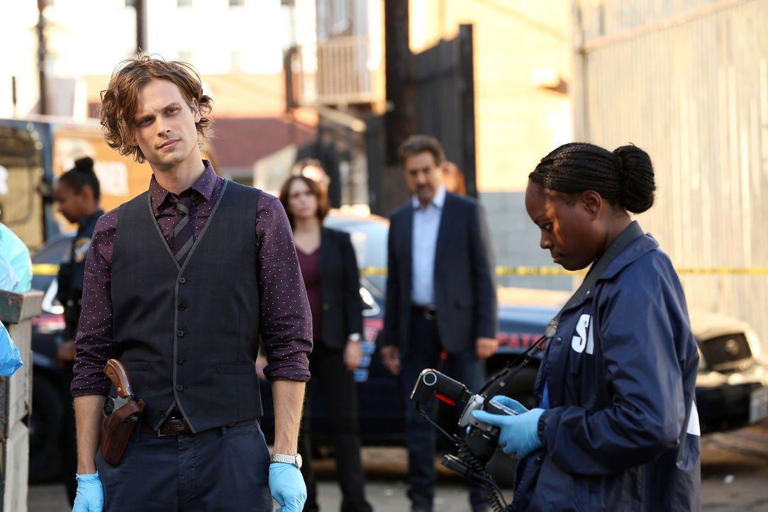 Gemeinsam mit seinem Team muss Reid (Matthew Gray Gubler, l.) in einem neuen Fall ermitteln ... - Bildquelle: Michael Yarish ABC Studios