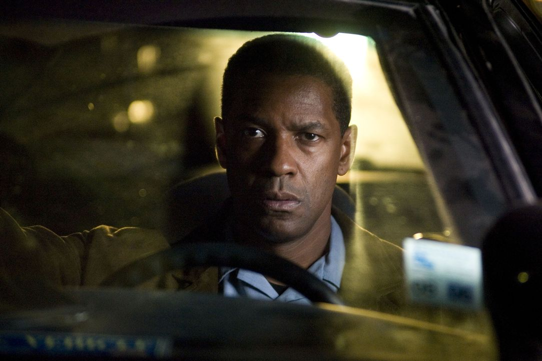 Als nach der Fähren-Explosion auch noch die Leiche einer jungen Frau an Land gespült wird, hat ATF-Agent Doug Carlin (Denzel Washington) eine erst... - Bildquelle: Disney. All Rights reserved.