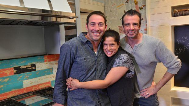 Michelle Orrego (M.) und Michael Cisneros (r.) können ihr Glück kaum fassen:...