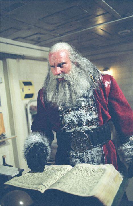 Santa (Bill Goldberg) prügelt und mordet sich durch die Reihen der Bürger einer amerikanischen Kleinstadt: Nun verfolgt er einen 16-jährigen Jung... - Bildquelle: E.M.S. New Media AG