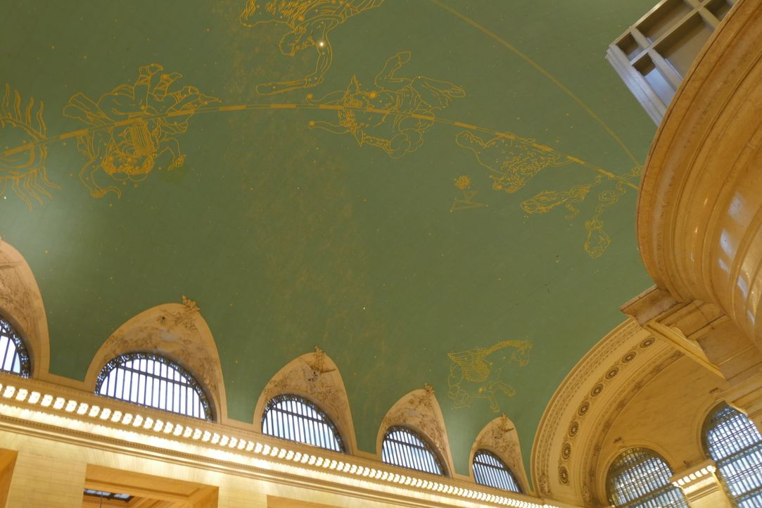 Über 2500 Sterne zieren die Decke des berühmten Grand Central Terminals in New York City. Die drei darin verborgenen Geheimnisse kennt jedoch fast k... - Bildquelle: Indigo Films/ DCL