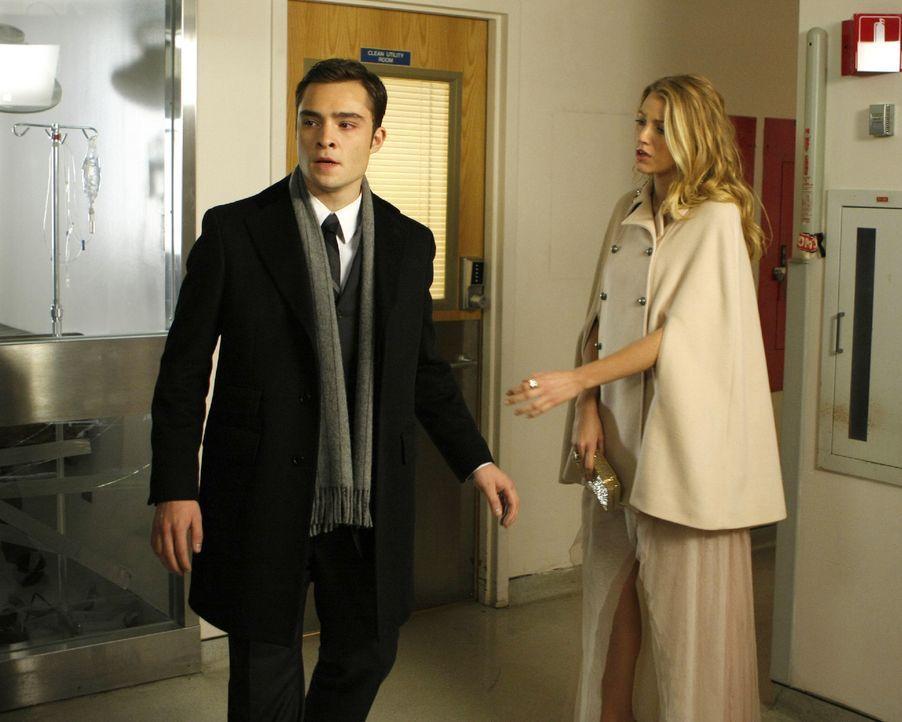 Serenas (Blake Lively, r.) Unfall versetzt Chuck (Ed Westwick, l.) zurück an den Tag, als sein Vater starb - und wieder fühlt er sich hilflos wie ei... - Bildquelle: Warner Brothers