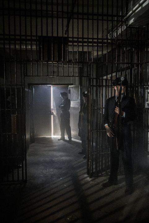 Es ist das wohl berühmt berüchtigste Gefängnis der Welt: Im Jahr 1946 gelingt es drei Häftlingen des Gefängnisses Alcatraz, ihre Wärter zu überwälti... - Bildquelle: 2015 REELZCHANNEL, LLC.  All Rights Reserved.