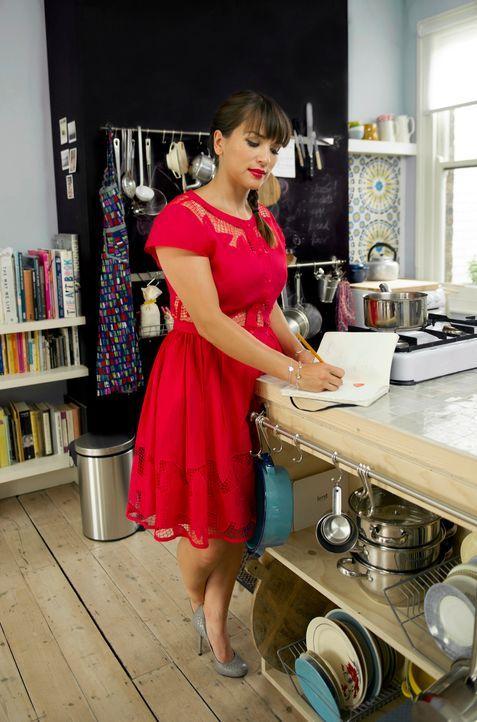 In Rachel Khoo's kitchen notebook präsentiert sie ihre Interpretationen der guten britischen Küche ... - Bildquelle: Des Willie BBC Worldwide 2013
