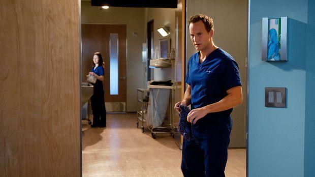 Dr. Michael Holt (Patrick Wilson) hat alle Hände voll zu tun .,, © 2011 CBS B...