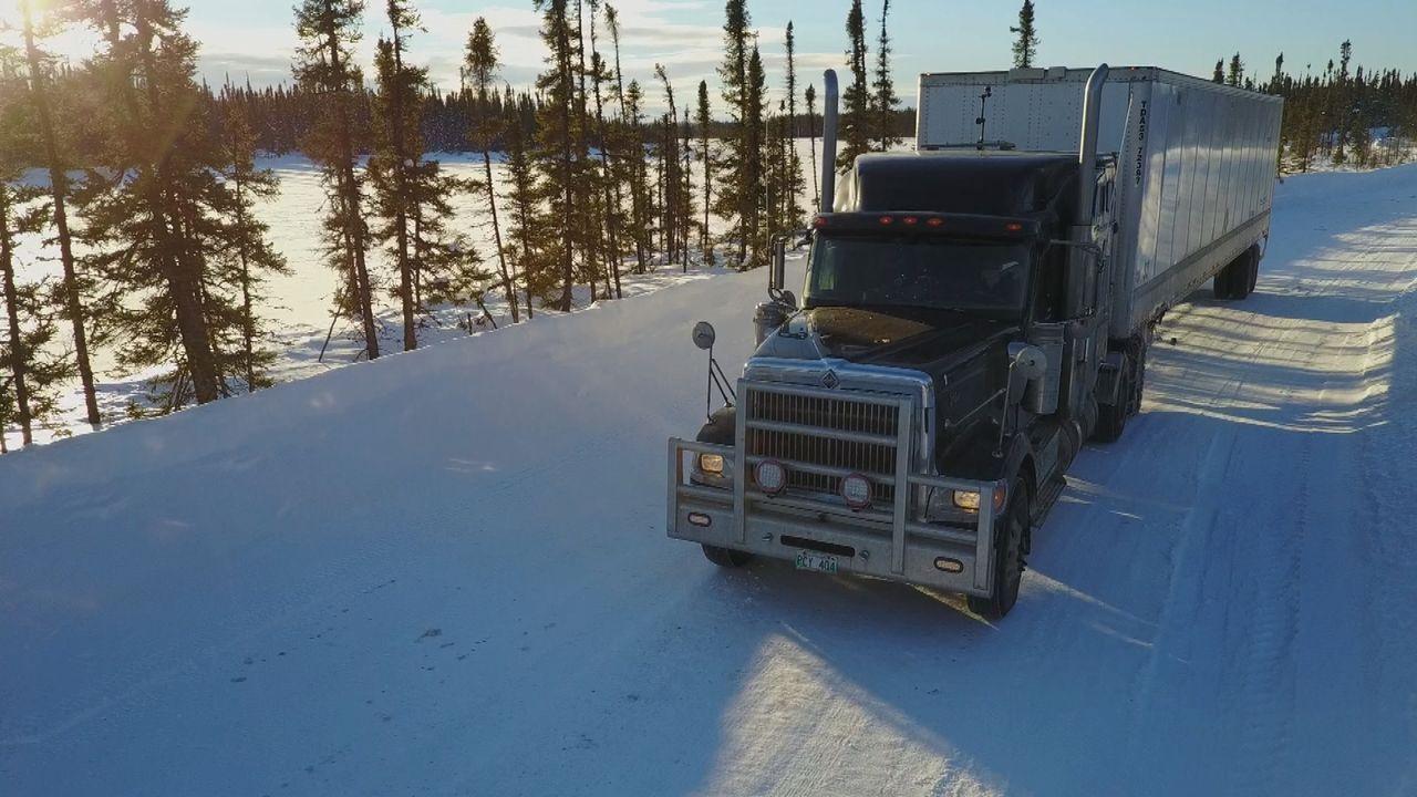 Lisas Truck hat eine Panne. Sie muss schnell eine Lösung finden, um ihren we... - Bildquelle: 2017 A+E Networks, LLC