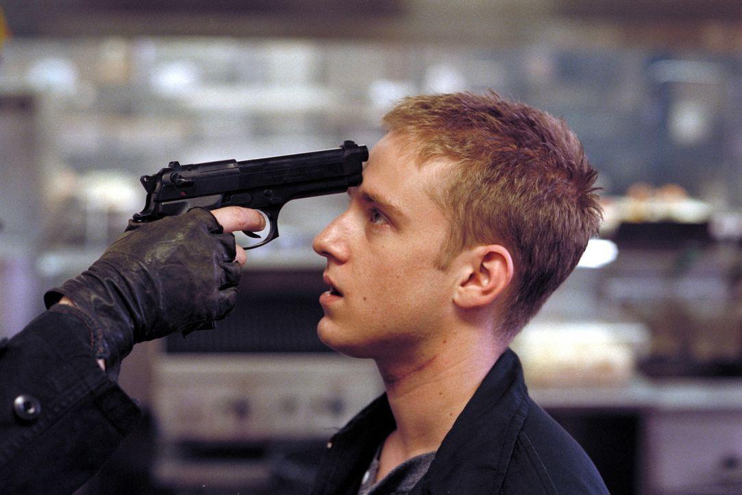 """Erst spät wird Trevor (Ben Foster) klar, dass das Leben """"kein Computerspiel ist, wo man wieder von vorne anfangen kann"""" ... - Bildquelle: Viacom Productions Inc."""