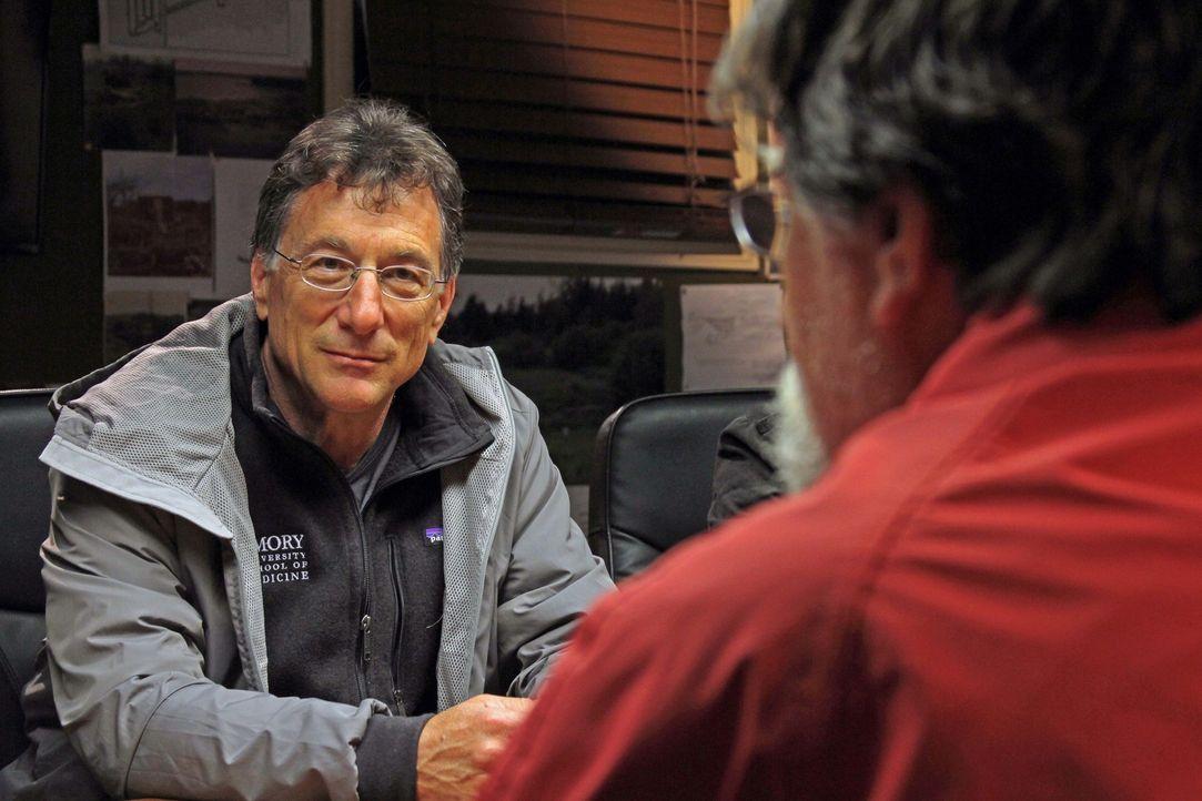 Die Suche nach Antworten auf das Geheimnis von Oak Island geht weiter, als Rick (r.) und Marty (l.) zurück auf die Insel kommen, um einen Beweis daf... - Bildquelle: 2016 A&E Television Networks, LLC. All Rights Reserved.