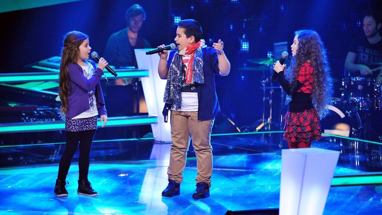 The-Voice-Kids-Stf02-Epi05-Salvatore-Larissa-EmmieLee-5-SAT1-Andre-Kowalski - Bildquelle: SAT.1/Andre Kowalski